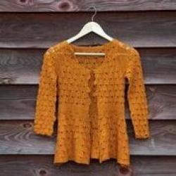 Ribbstickad tröja i Josie XS-XL